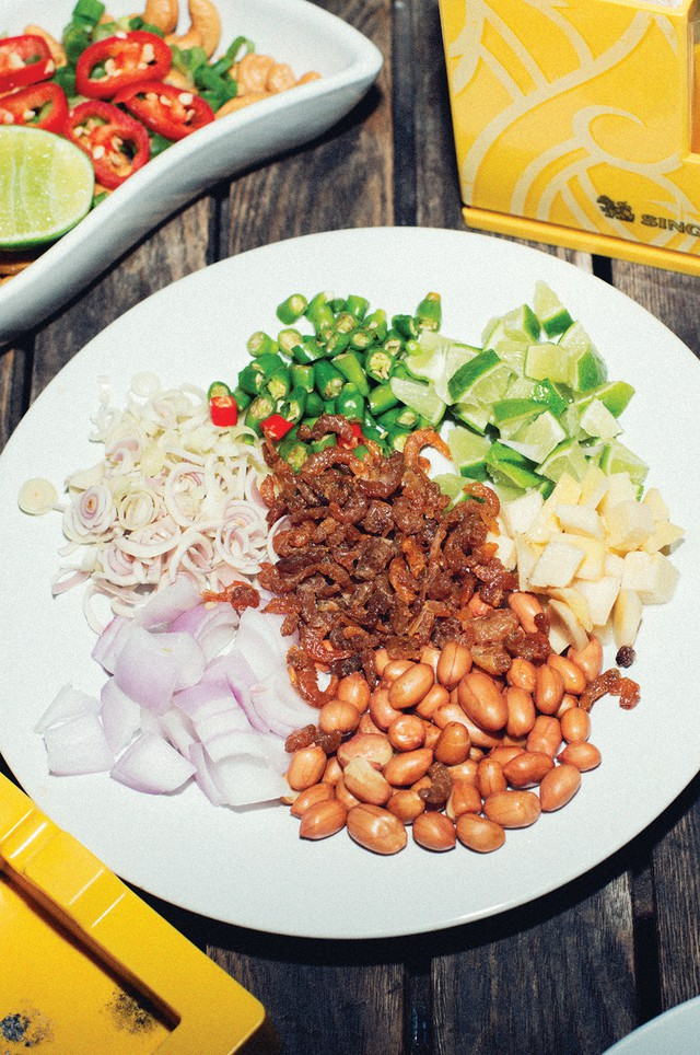 Kai Saam Yang (Chicken Three Ways) does not contain chicken, or meat of any kind – it's just a few raw ingredients piled on a plate. The versions Portlander Andy Ricker came across in northern Thailand did not contain shrimp, either, but he added it for interest.