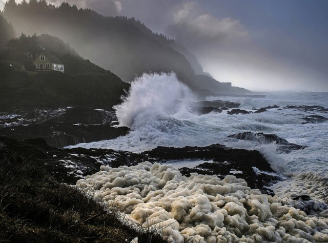 A photo of the Oregon coast near Yachats during a king tide.