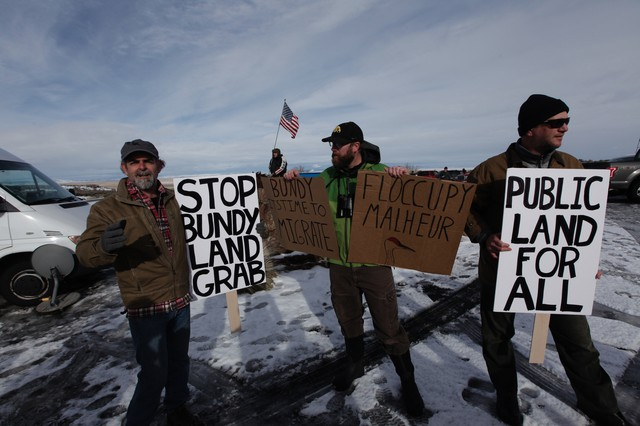 Occupiers Shout Down Environmental Protesters At Malheur