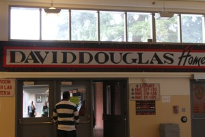 David Douglas High School has more than 3200 students from diverse backgrounds. A majority of students are ethnic minorities, with more Latino and Asian students than African-American students.
