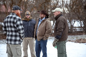 Ammon Bundy talks with occupiers at the Malheur National Wildlife Refuge in January 2016.