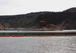A view of the selective water withdrawal tower from behind Round Butte Dam. The 273-foot underwater device mixes warm reservoir surface water with cold bottom water.