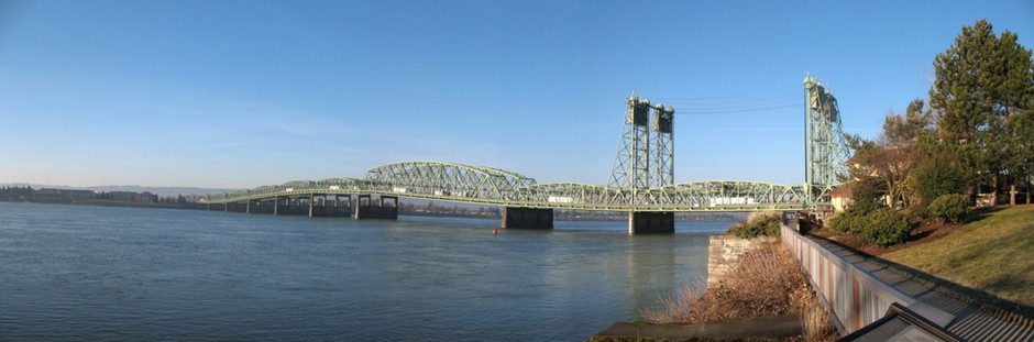 The current Interstate 5 bridge connecting Oregon and Washington.