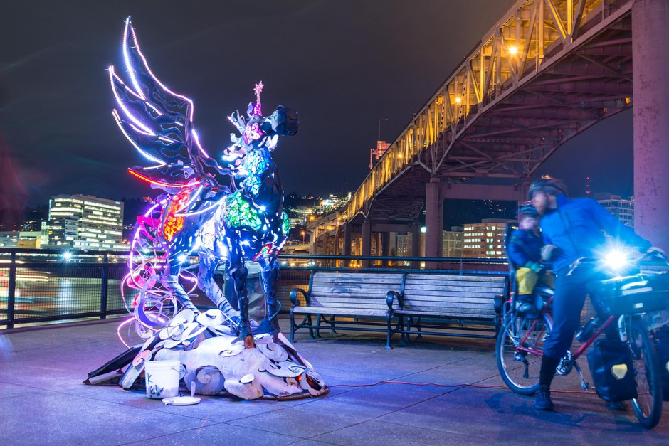 The Cosmic Messenger by Miki Masuhara-Page on Eastbank Esplanade in 2017.